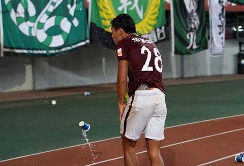 他因在国足比赛中躲球被谩骂,为高薪离开国安