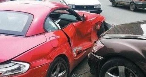 撞到豪车了,赔不起怎么办?老司机做了分析,车主快看看吧!