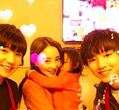 李小璐贾乃亮女儿喜欢王源,而这对更大牌明星夫妻女儿喜欢王俊凯