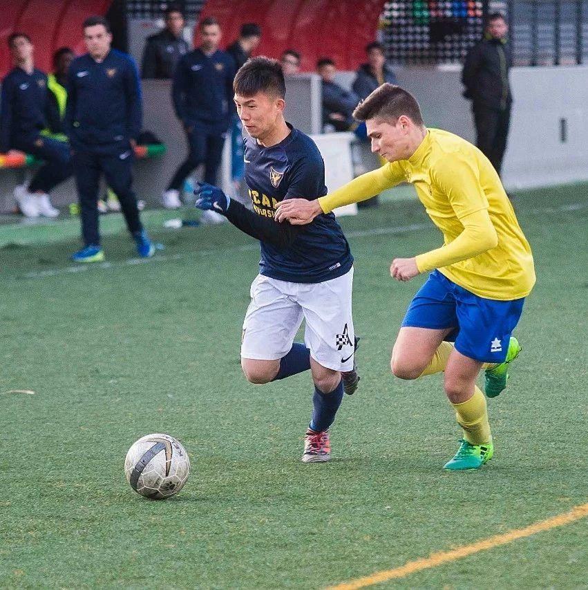 专访 | 20岁学霸独闯西班牙两年:除了踢球,他还报了教练班