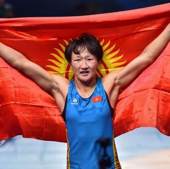 """她说:""""全吉尔吉斯斯坦人都在期待这个时刻!"""""""