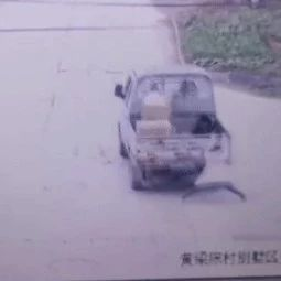 10岁女儿被货车拖行摔伤!亲妈怒而报警后惊呆:肇事司机竟是……