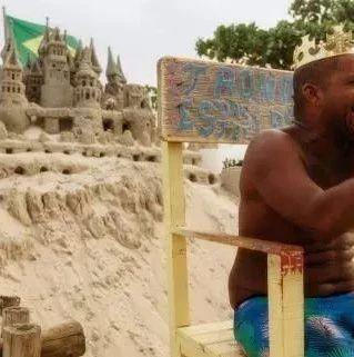 """最""""孤单""""的国王:独自守护城堡二十来年,生活由游客打赏支持"""