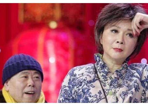 58岁蔡明落选春晚,接受采访心情悲伤落寞,网友对蔡明褒贬不一