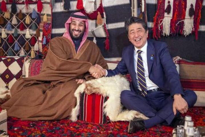 首相刚到访中东,日本民众炸了锅,纷纷上街抗议,反对安倍一决定