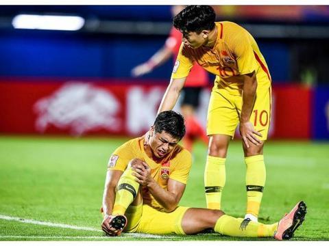 张玉宁成功接受脚部手术,五一前后将恢复训练