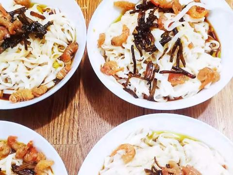 大叔家的上海菜:开洋葱油面,香气扑鼻,咸鲜Q弹,家人喜欢!
