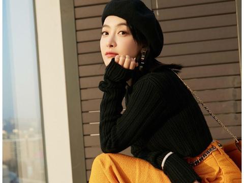 宋茜最新韩国之旅,短毛衣加橘色阔腿裤亮相,演绎都市女性风尚