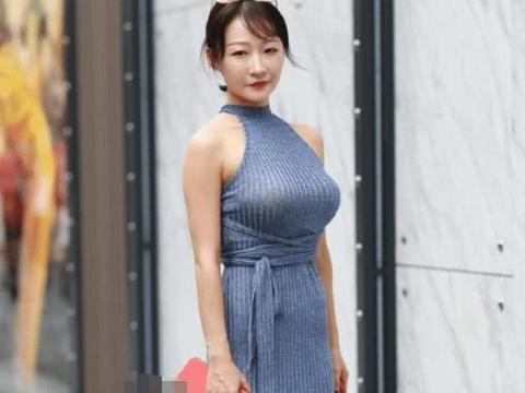 一袭连衣裙尽显好身材,宝妈能穿出模特效果