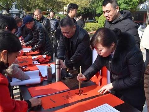 霞浦长溪书画院开展免费书写春联活动