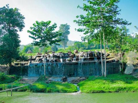 """泰国最有""""爱心""""公园,救助受伤大象,游客不能随意触碰"""