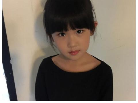 本来觉得陆毅女儿够美了,看到刘涛女儿后:求求你出道吧!