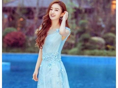 同样穿蓝色纱裙,相差7岁的赵丽颖和徐璐一个洋气,一个土气