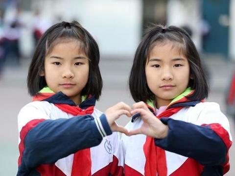 """双胞胎姐妹花高考仅5分之差,10年后,却仿佛是""""两个世界""""的人"""