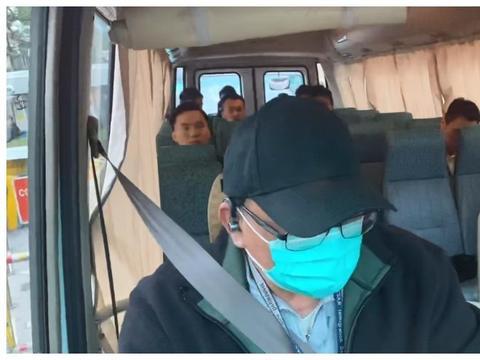 林家栋获视帝的原型人物,在今晨出狱,飞虎队押送前往机场