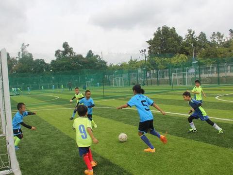 昆明少儿足球训练日志:怎样提高传球的准确性和力度