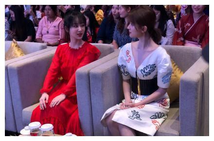 《欢乐颂》缅甸见面,杨紫乔欣一个红一个白,好姐妹不斗艳一起美