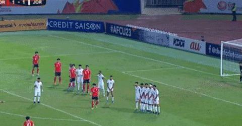 韩国队2-1约旦队,补时任意球读秒绝杀,中国队也遭遇相同痛苦