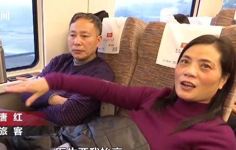 妻子受伤丈夫默默帮助 坐上高铁6个多小时不动