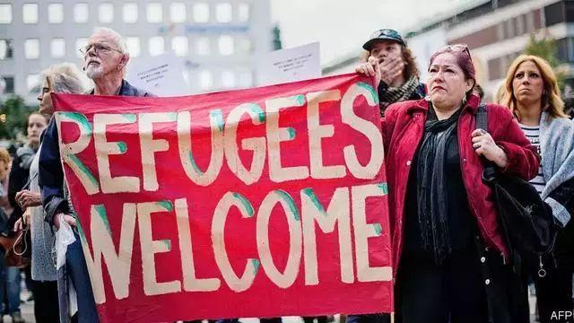 """▲""""欢迎难民""""字样"""