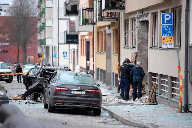▲瑞典斯德哥尔摩13日发生爆炸,造成建筑物和附近车辆损毁,暂未有人员伤亡报告。新华社/法新
