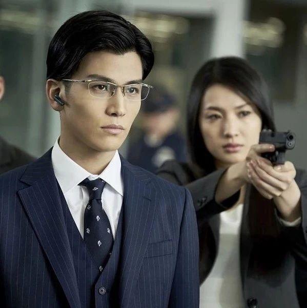 岩田刚典形象大改造,眼镜配上七三分发型饰演天才搜查官