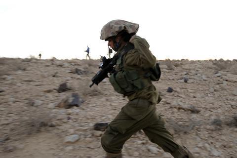 英姿飒爽的以色列女兵