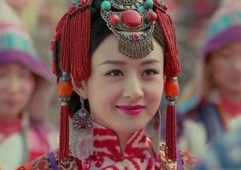 女星穿红衣化新娘妆 佟丽娅妆容精致温婉可人