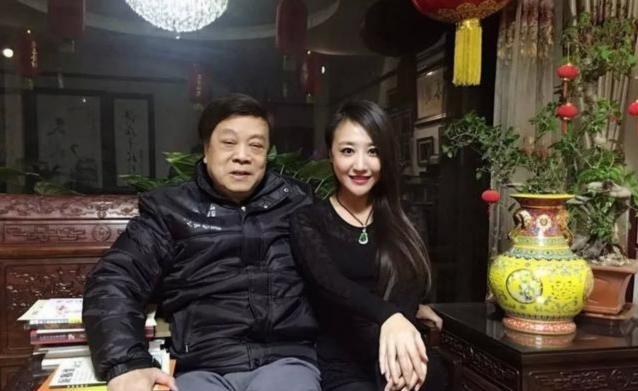 赵忠祥卖字画,赚出来了满屋子的藏品,算他工资就有定论了