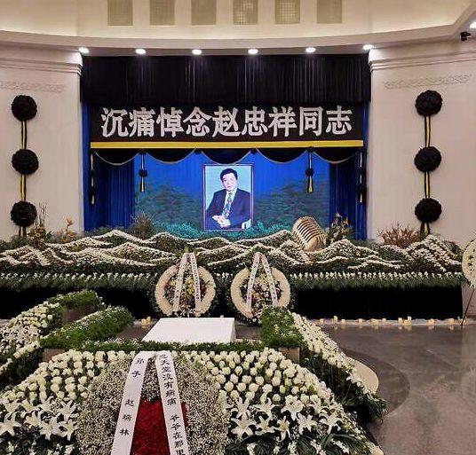 毕福剑发文悼念赵忠祥,出席其追悼会,神情哀伤略显憔悴