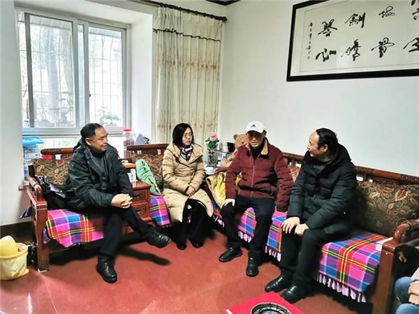 """""""走基层送温暖"""" 成都蒲江教育局推进立体化教育资助"""