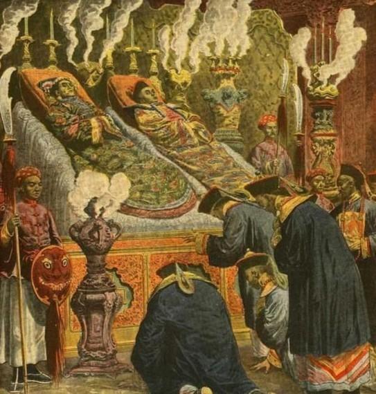 他出身盗墓世家,却不料在千年之后,将自己老祖宗的墓给挖了