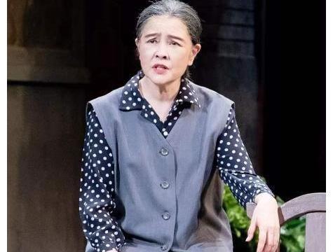 演员梁丹妮晒剧照,与小8岁丈夫冯远征再同台,夫妻恩爱26年