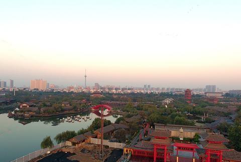 河南省最具人气的景点—清明上河园,这里再现了宋都的繁华