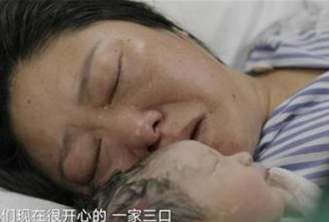 """""""你不生我来生"""",52岁母亲拼二胎,儿子气得直流眼泪:谁来养"""