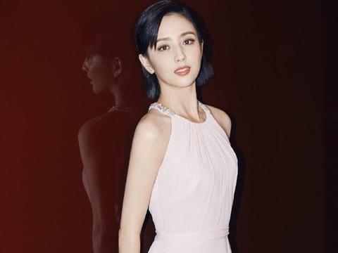 佟丽娅清爽短发好美,穿搭风格越来越甜美,优雅大气超有范儿!