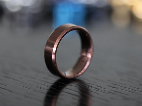 想知道钛合金和碳化钨戒指的区别吗?