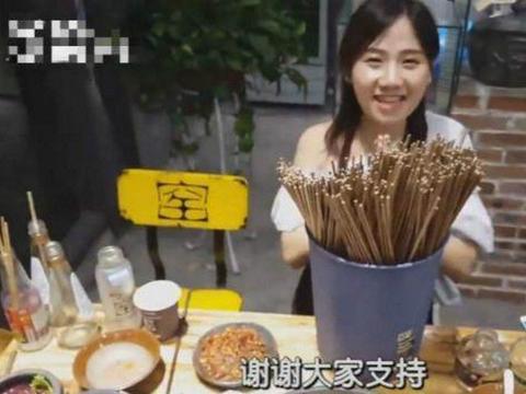 美女网红堪称大胃王,直播一口气吃掉上百根麻辣串串
