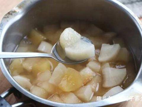 """天然的""""止咳药""""发现了,此物和它一起煮,润肺止咳,冬天不咳嗽"""