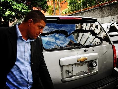 新议长欲惩治反对派,瓜伊多车队再次强闯国会大厦,半路遭拦截