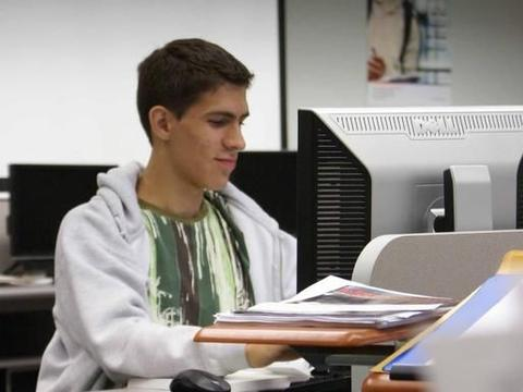 大学的程序设计计算机课程教学所面临的问题之探讨