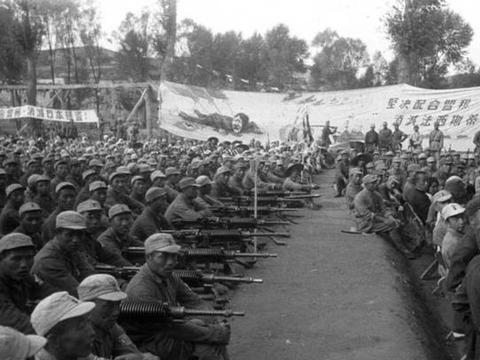 """抗战期间,八路军使用的武器装备""""榆木大炮、歪把子、万国造"""""""