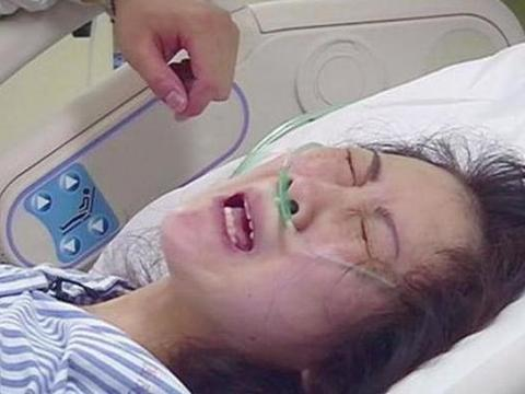 宝宝出生后笑得灿烂,医生却直接扇俩耳光!宝妈得知原因连忙致谢
