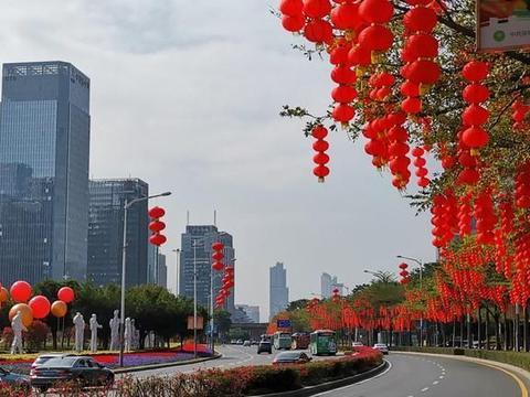 实拍深圳第一景观大道年味,春节前深圳城市景观有多美?