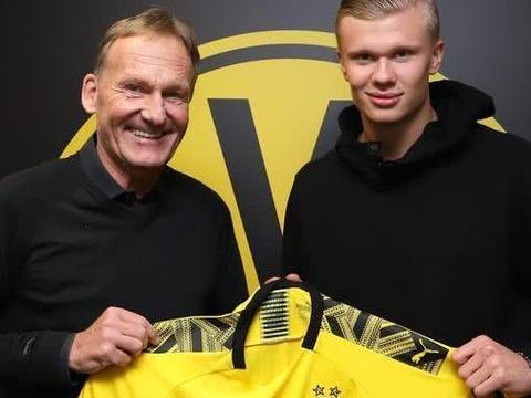 欧冠6场进8球,19岁天才前锋被多特蒙德挖走,转会费仅2千万欧元