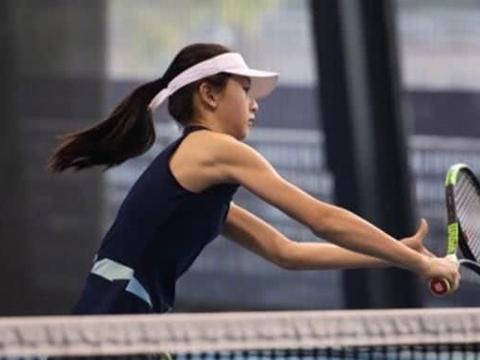 森蝶化身网球少女,手臂纤长线条优美