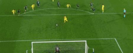 GIF:洛佩斯禁区内手球吃到红点套餐,卡索拉点球命中