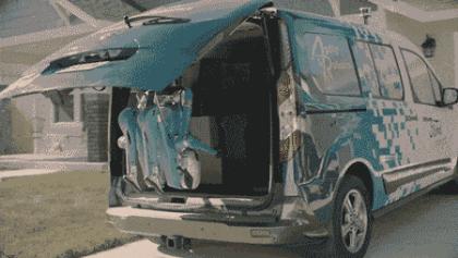 机器人变身快递小哥 福特测试自动驾驶汽车物流配送机器人