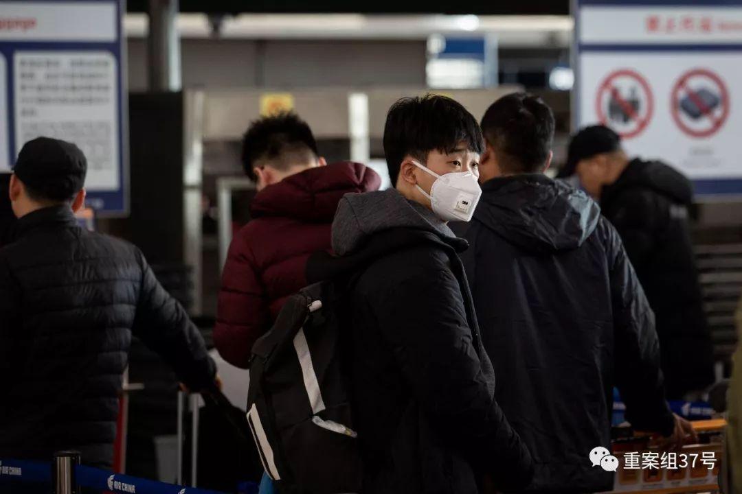 首都国际机场T3航站楼,戴口罩的旅客。新京报记者 李凯祥 摄