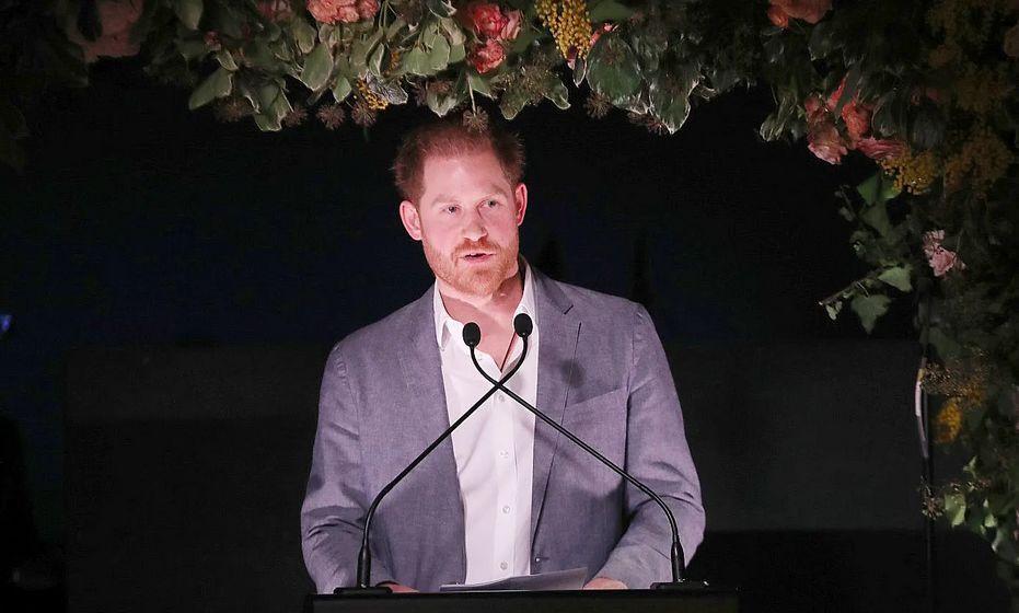 (哈里王子发表讲话 CNN引自哈里夫妇的网站)